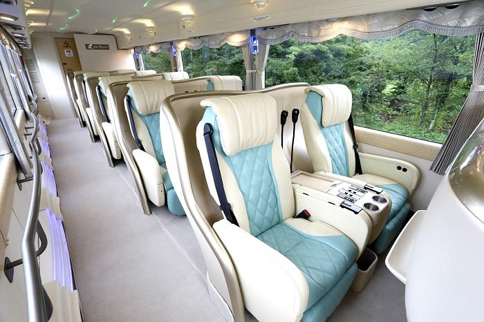 豪華バスの旅